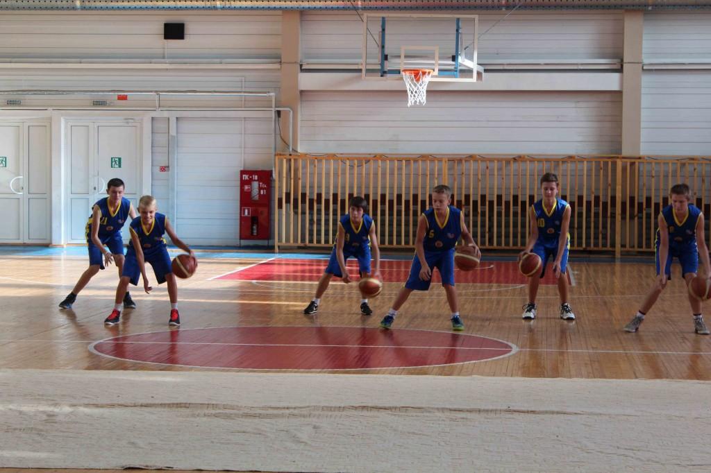 Мальчишки выбирают баскетбол