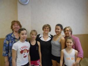 Г. Д. Токарева с учащимися и педагогами школы
